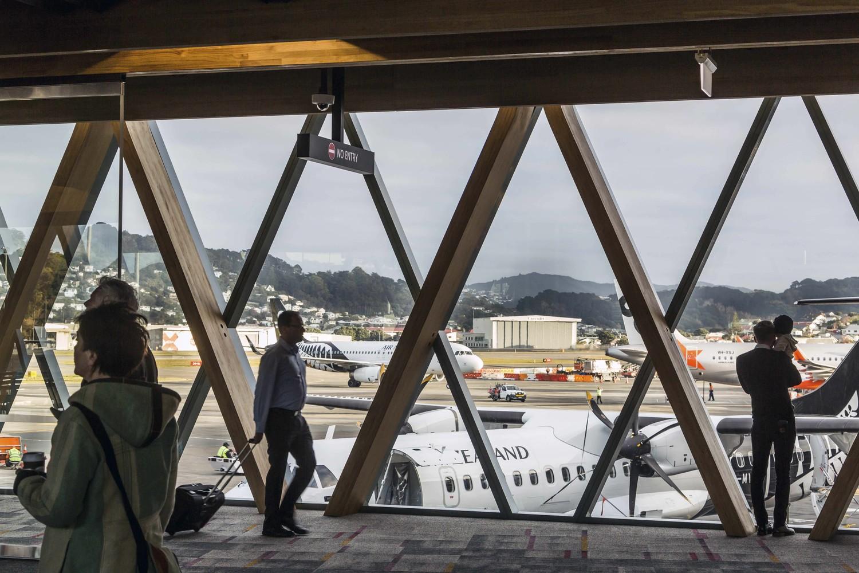 Wellington Havaalanı ek binası ahşap strüktür ve iç cephe görünümü