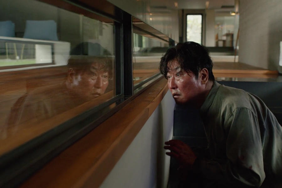 Parasite filminden parke detayının öne çıktığı bir an
