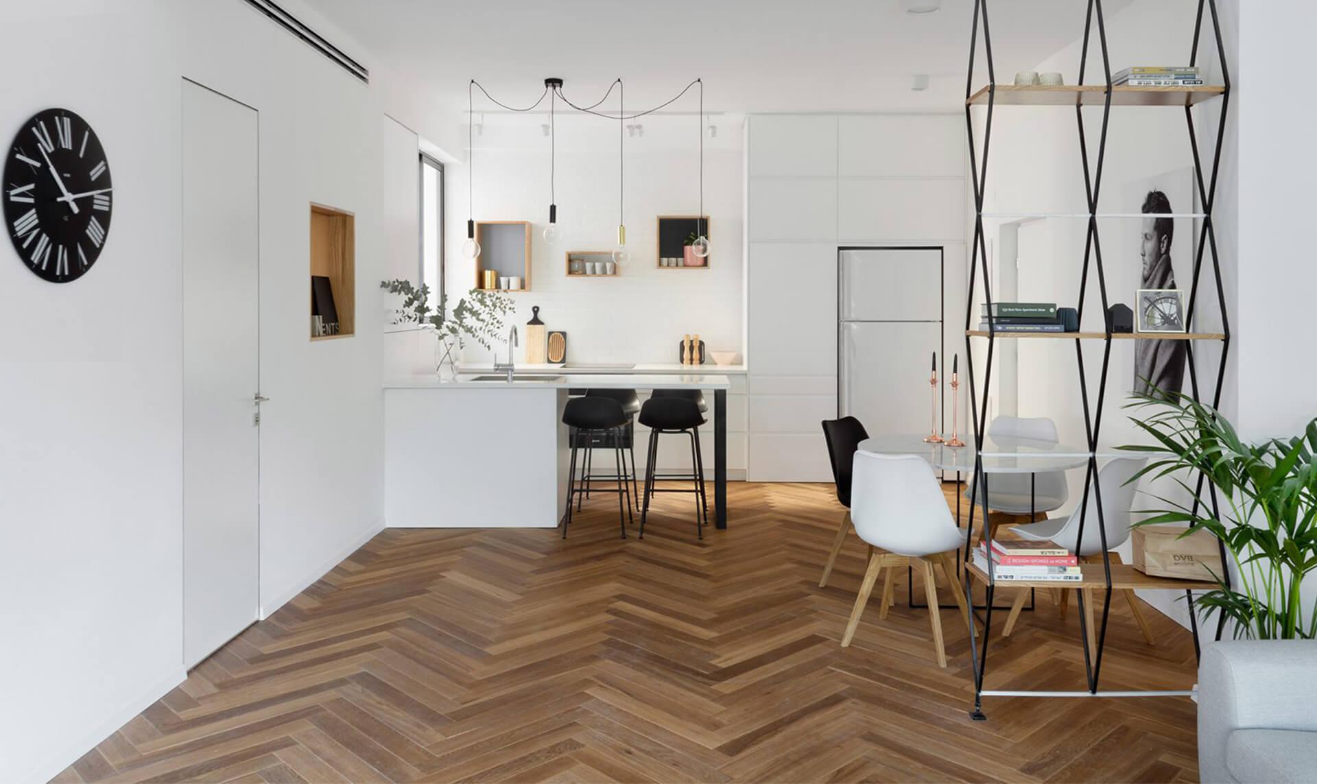 Maayan Zusman Tasarımı Apartman Dairesi ve Balıksırtı Parkeler